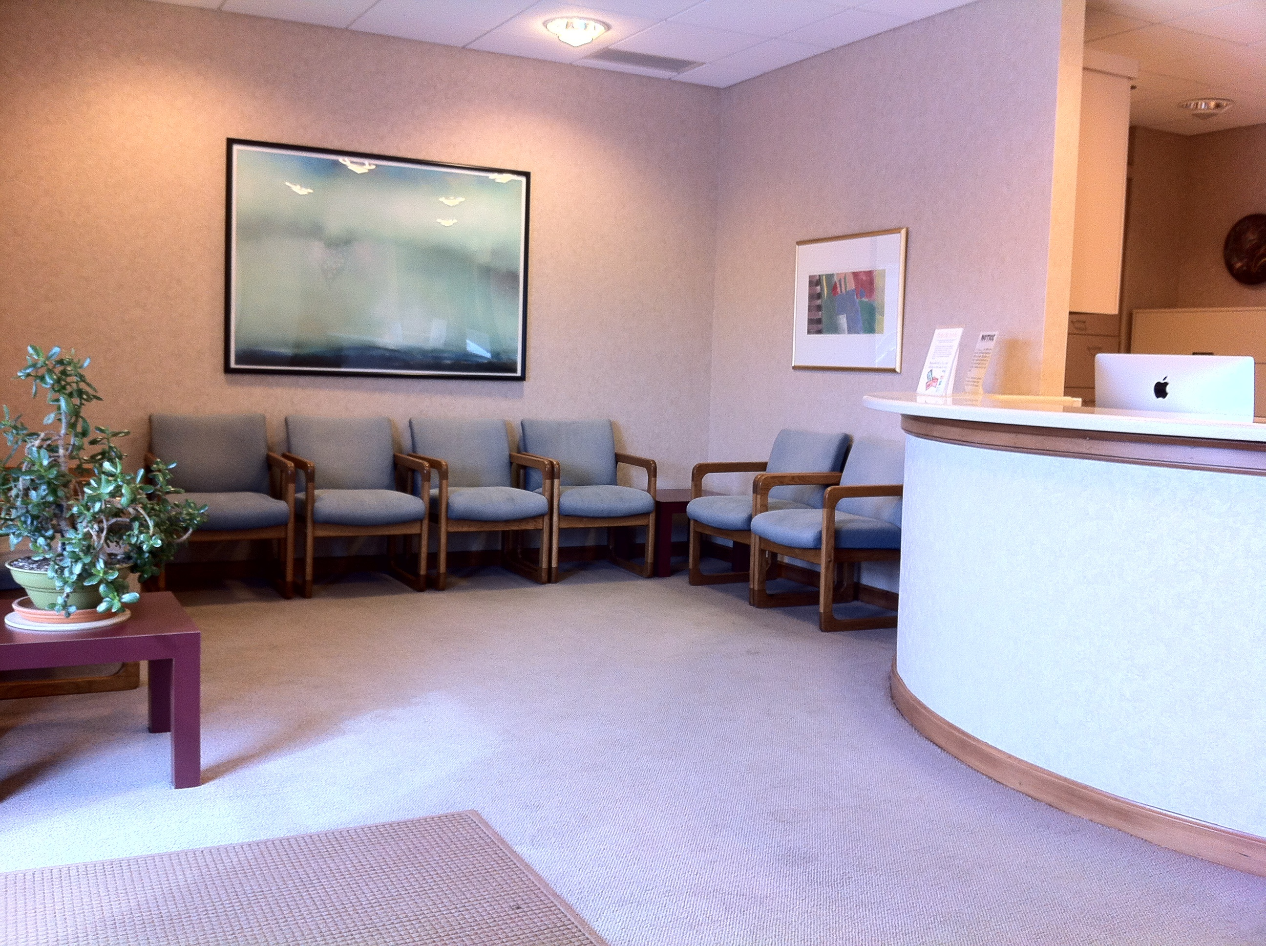doctors waiting rooms Doctors may like to think that what happens in the exam room is the most important part of a patient's visit in fact, your waiting room may have more to do with patients' overall satisfaction than with their medical care.